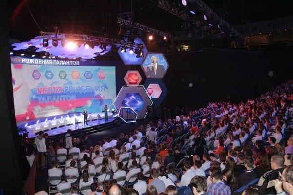 Одно из самых ответветсвенных, важных и волнующих событий форума- церемония открытия.